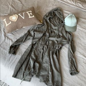 Lululemon bundle lightweight coat 8 and hat